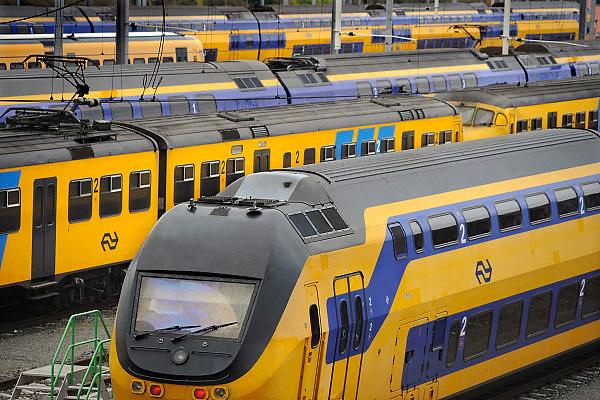 Nederland, Nijmegen, 11-10-2009Op het spoorwegemplacement bij het station van de N.S. staan treinstellen die op dat moment niet nodig zijn.Foto: Flip Franssen/Hollandse Hoogte