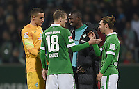 FUSSBALL   1. BUNDESLIGA   SAISON 2014/2015   11. SPIELTAG SV Werder Bremen - VfB Stuttgart                        08.11.2014 Raphael Wolf, Felix Kroos, Assani Lukimya und Ludovic Obraniak (v.l., alle SV Werder Bremen) freuen sich nach dem Abpfiff