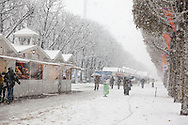 France, Paris. 8th district. Champs elysees under the snow