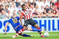 EINDHOVEN - PSV - Feyenoord , Voetbal , Seizoen 2015/2016 , Eredivisie , Philips Stadion , 30-08-2015 , PSV speler Luciano Narsingh (l) in duel met Speler van Feyenoord Lex Immers (r)