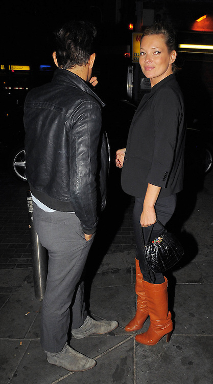 29.SEPTEMBER.2009 - LONDON<br /> <br /> SUPERMODEL KATE MOSS AND HER BOYFRIEND JAMIE HINCE ARRIVING AT THE O2 SHEPARDS BUSH EMPIRE TO WATCH FLORENCE AND THE MACHINES IN CONCERT BEFORE HEADING STRAIGHT HOME AFTER THE GIG.<br /> <br /> BYLINE: EDBIMAGEARCHIVE.COM<br /> <br /> *THIS IMAGE IS STRICTLY FOR UK NEWSPAPERS &amp; MAGAZINES ONLY*<br /> *FOR WORLDWIDE SALES &amp; WEB USE PLEASE CONTACT EDBIMAGEARCHIVE - 0208 954-5968*