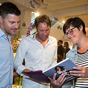 NLD/Amsterdam/20160529 , Boekpresentatie Het Groot Nederlands Knuffelboek van Gallyon van Vessem, Victor Brand en partner