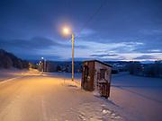 Gatebelysning og gammel bussholdeplass, Fuglem på Selbustrand i Selbu, Sør-Trøndelag.