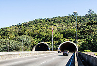 Entrada sul do Túnel Deputada Antonieta de Barros. Florianópolis, Santa Catarina, Brasil. / South entrance of Tunnel Deputada Antonieta de Barros. Florianopolis, Santa Catarina, Brazil.