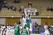 Palla a due, Germani Basket Brescia vs Stelmet Zielona Gora, 2 edizione Trofeo Roberto Ferrari, PalaGeorge di Montichiari 22 settembre 2017