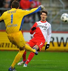 22-01-2012 VOETBAL: FC UTRECHT - PSV: UTRECHT<br /> Utrecht speelt gelijk tegen PSV 1-1 / /lt/ goalkeeper Andreas Isaksson, Edouard Duplan<br /> ©2012-FotoHoogendoorn.nl