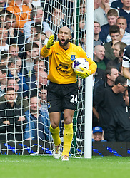 21.09.2013, Upton Park, London, ENG, Premier League, West Ham United vs FC Everton, 5. Runde, im Bild Everton's Tim Howard reacts after West Ham United score a goal during the English Premier League 5th round match between West Ham United FC and Everton FC at the Upton Park, London, Great Britain on 2013/09/21. EXPA Pictures © 2013, PhotoCredit: EXPA/ Propagandaphoto/ Alan Seymour<br /> <br /> ***** ATTENTION - OUT OF ENG, GBR, UK *****