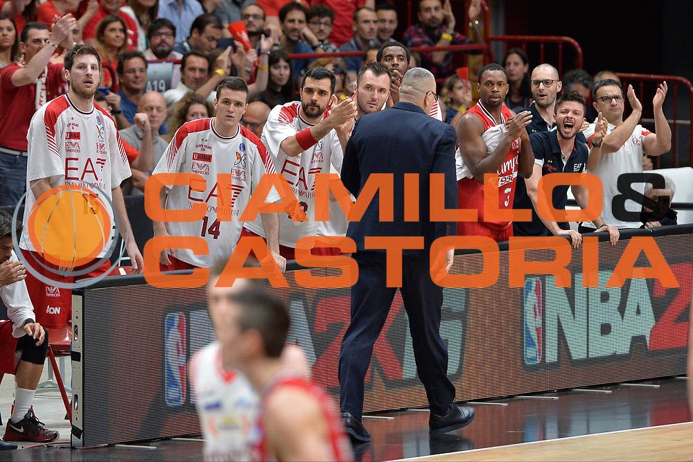 DESCRIZIONE : Milano Lega A 2015-16 Finale Play Off Gara 5  Olimpia EA7 Emporio Armani Milano Grissin Bon Reggio Emilia<br /> GIOCATORE : Olimpia EA7 Emporio Armani Milano<br /> CATEGORIA : Esultanza<br /> SQUADRA : Olimpia EA7 Emporio Armani Milano<br /> EVENTO : Campionato Lega A 2015-2016 Finale play off Gara 5<br /> GARA : Olimpia EA7 Emporio Armani Milano Grissin Bon Reggio Emilia <br /> DATA : 11/06/2016 <br /> SPORT : Pallacanestro <br /> AUTORE : Agenzia Ciamillo-Castoria/I.Mancini Galleria : Lega Basket A 2015-2016 <br /> Fotonotizia : Milano Lega A 2015-16 Finale Play Off  Gara 5  Olimpia EA7 Emporio Armani Milano Grissin Bon Reggio Emilia