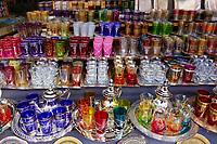 Maroc, Haut Altas, Marrakech, ville impériale, médina classée Patrimoine Mondial de l'UNESCO, verres à thé et théiere dans le souk // Morocco, Marrakech, tea glasses and tea pot into the souk