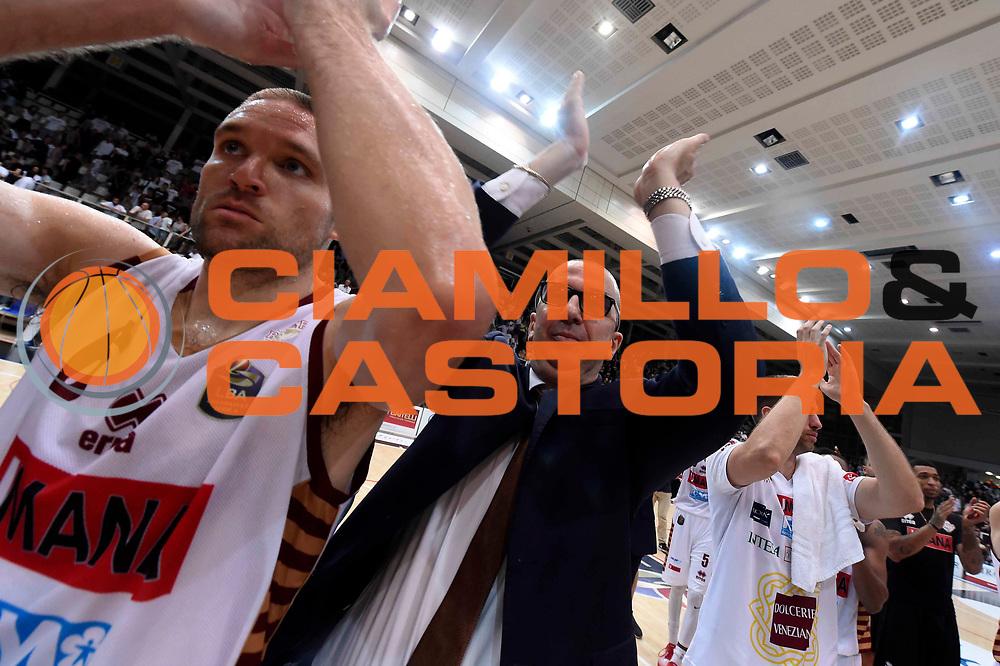 Walter De Raffaele, Michael Bramos<br /> Dolomiti Energia Aquila Basket Trento - Umana Reyer Venezia<br /> Lega Basket Serie A 2016/2017<br /> Playoff, finale gara 3<br /> Trento, 14/06/2017<br /> Foto Ciamillo-Castoria