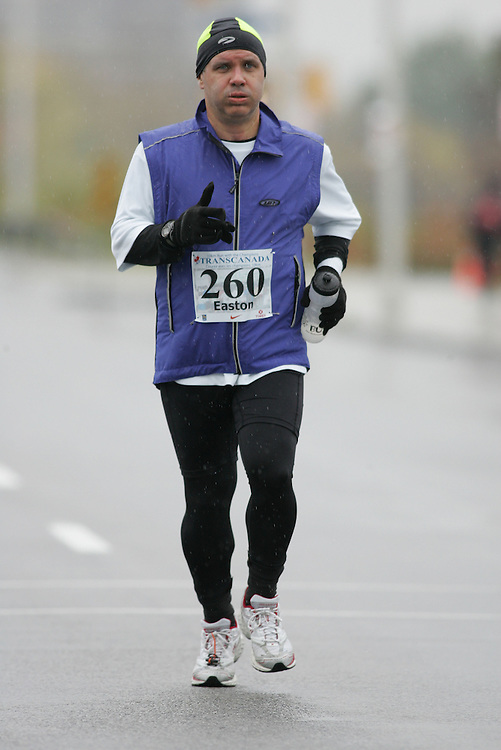 (13/10/2007--Ottawa) TransCanada 10K Canadian Championship run by Athletics Canada. The athlete in action is GLENN EASTON