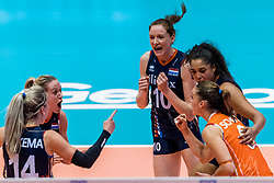 06-06-2018 NED: Volleyball Nations League Netherlands - Italy, Rotterdam<br /> Maret Balkestein-Grothues #6 of Netherlands, Lonneke Sloetjes #10 of Netherlands, Celeste Plak #4 of Netherlands