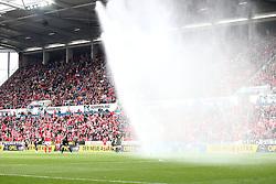 02.04.2016, Coface Arena, Mainz, GER, 1. FBL, 1. FSV Mainz 05 vs FC Augsburg, 28. Runde, im Bild waehrend der ersten Halbzeit geht die Sprinkleranlage an // during the German Bundesliga 28th round match between 1. FSV Mainz 05 and FC Augsburg at the Coface Arena in Mainz, Germany on 2016/04/02. EXPA Pictures © 2016, PhotoCredit: EXPA/ Eibner-Pressefoto/ Neis<br /> <br /> *****ATTENTION - OUT of GER*****