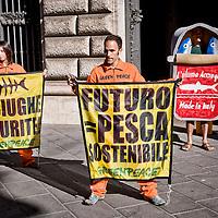 Greenpeace, in difesa della acciughe e contro la pesca intensiva