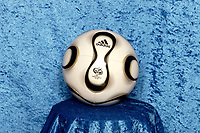 Fotball<br /> 17.12.2005<br /> Bundesliga Tyskland<br /> Foto: imago/Digitalsport<br /> NORWAY ONLY<br /> <br /> Der Adidas Teamgeist, offizieller Spielball der FIFA WM 2006 / Den offisielle VM-ballen 2006 fra adidas