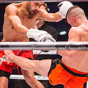 NLD/Amsterdam/20151204 - Freefightgala Glory26, Shane Oblonsky (witte handschoenen) tegen Maykol Yurk (zwarte handschoenen)