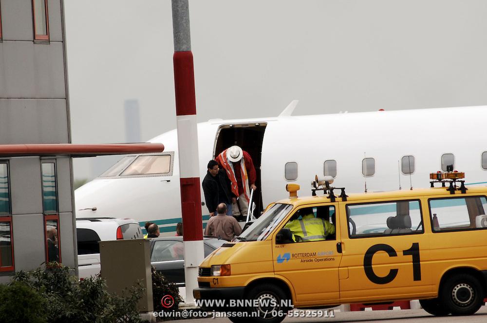 Luciano Pavarotti, aankomst Rotterdam Airport