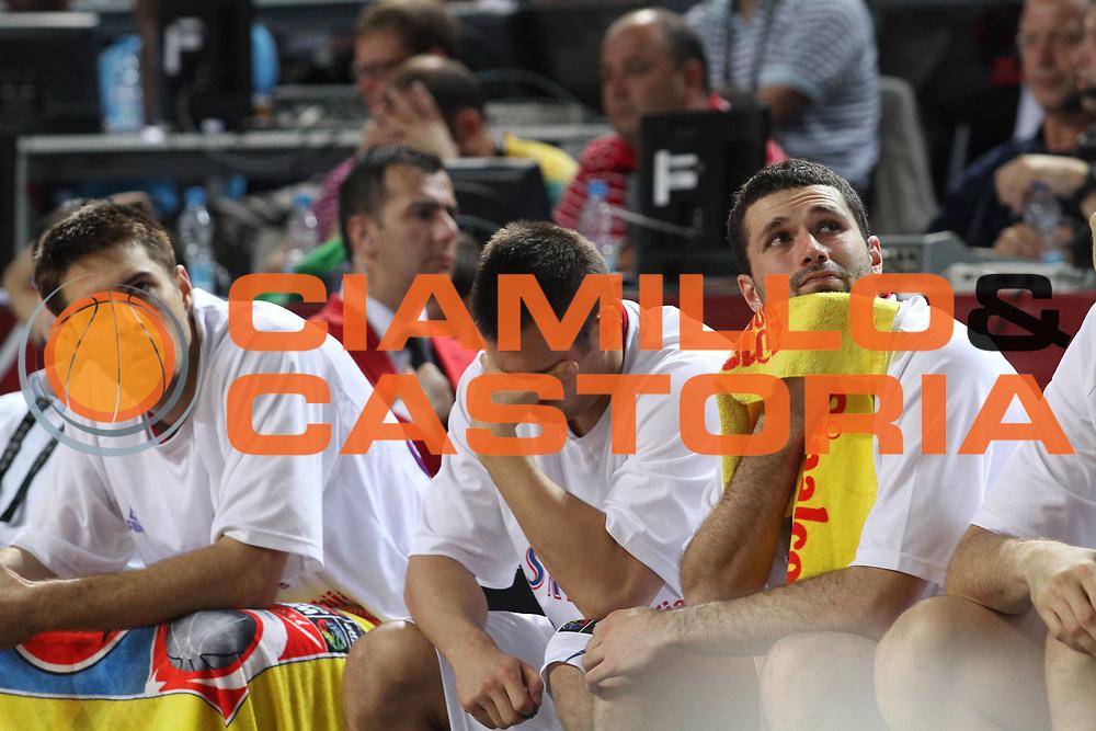 DESCRIZIONE : Istanbul Turchia Turkey Men World Championship 2010 Semifinals Campionati Mondiali Semifinali Serbia Turkey<br /> GIOCATORE : Team Serbia<br /> SQUADRA : Serbia<br /> EVENTO : Istanbul Turchia Turkey Men World Championship 2010 Campionato Mondiale 2010<br /> GARA : Serbia Turkey Serbia Turchia<br /> DATA : 11/09/2010<br /> CATEGORIA : delusione<br /> SPORT : Pallacanestro <br /> AUTORE : Agenzia Ciamillo-Castoria/A.Vlachos<br /> Galleria : Turkey World Championship 2010<br /> Fotonotizia : Istanbul Turchia Turkey Men World Championship 2010 Semifinals Campionati Mondiali Semifinali Serbia Turkey<br /> Predefinita :