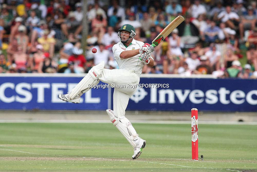 CAPE TOWN, SOUTH AFRICA - 3 January 2010, Jacques Kallis miss with his pull shot  during day 1 of the 3rd Castle Test between South Africa and England held at Sahara Park Newlands Stadium in Cape Town, South Africa on the 3 January 2010 .Photo by: Shaun Roy / SPORTZPICS