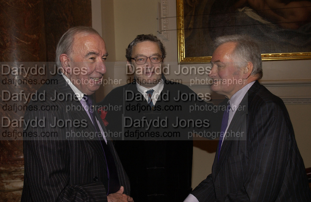 LORD ST.JOHN OF FAWSLEY, Norman Rosenthall and Adrian Stanford. Opening of  China: The three Emperors, 1662-1795. Royal Academy. 8 November 2005 . ONE TIME USE ONLY - DO NOT ARCHIVE © Copyright Photograph by Dafydd Jones 66 Stockwell Park Rd. London SW9 0DA Tel 020 7733 0108 www.dafjones.com