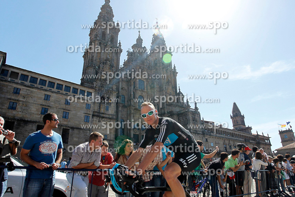 31.08.2012, 13. Etappe, Santiago de Compostella nach Ferrol, ESP, La Vuelta, im Bild Christopher Froome passes by the front of the Obradoiro of the Cathedral of Santiago de Compostela // before the La Vuelta, Stage 13 Santiago de Compostella to Ferrol, Spain on 2012/08/31 (ALTERPHOTOS/Paola Otero). EXPA Pictures © 2012, PhotoCredit: EXPA/ Alterphotos/ Paola Otero..***** ATTENTION - OUT OF ESP and SUI *****
