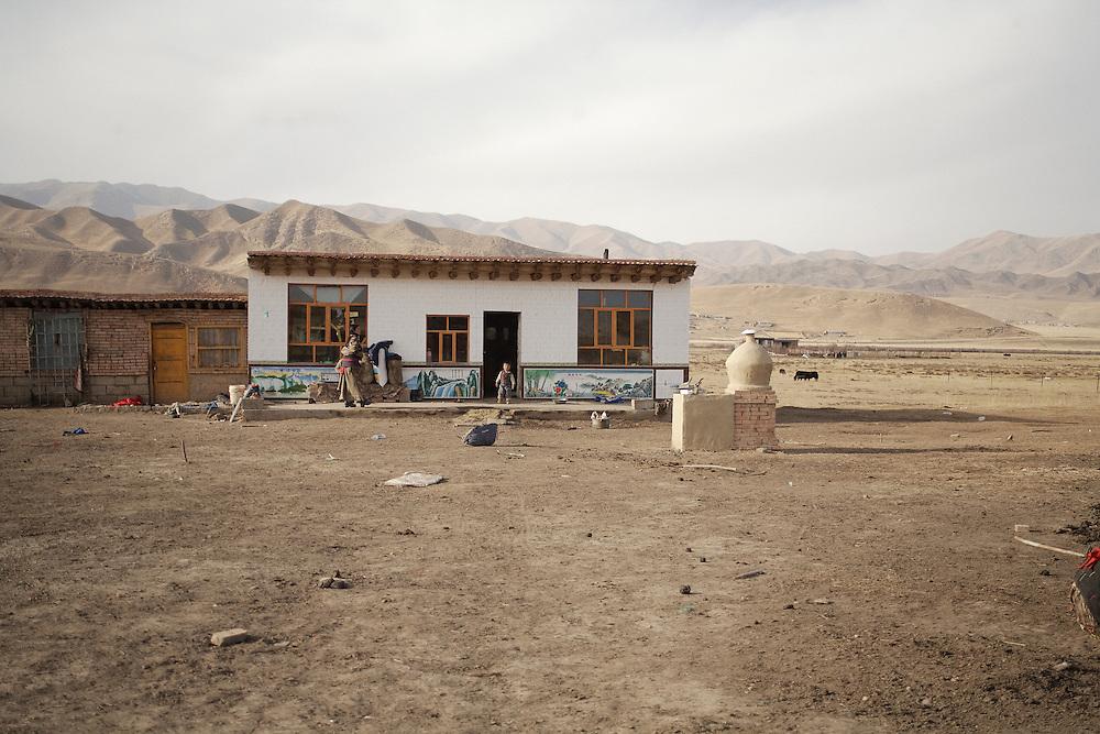 La ferme d'hiver d'Amu (éleveuse de Yacks). Decembre 2009.
