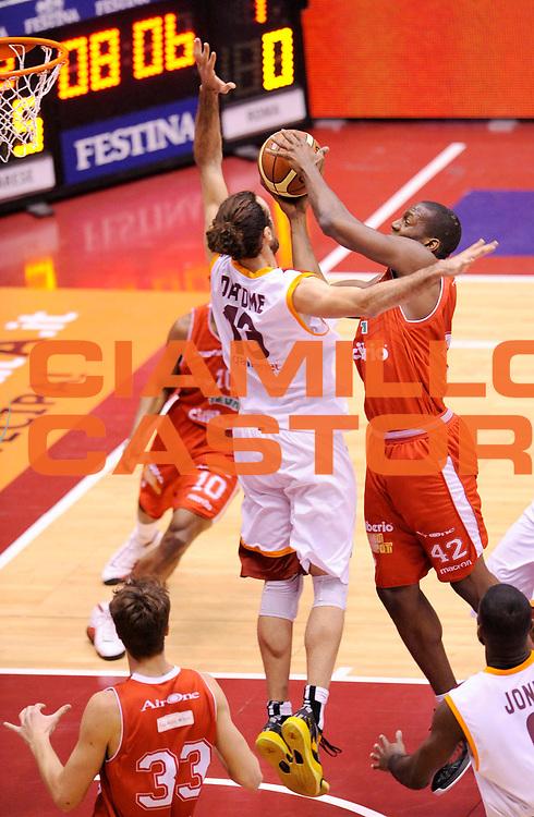 DESCRIZIONE : Milano Coppa Italia Final Eight 2013 Semifinale Cimberio Varese Acea Roma<br /> GIOCATORE : Bryant Dunston<br /> CATEGORIA : tiro<br /> SQUADRA : Cimberio Varese <br /> EVENTO : Beko Coppa Italia Final Eight 2013<br /> GARA : Cimberio Varese Acea Roma<br /> DATA : 09/02/2013<br /> SPORT : Pallacanestro<br /> AUTORE : Agenzia Ciamillo-Castoria/A.Giberti<br /> Galleria : Lega Basket Final Eight Coppa Italia 2013<br /> Fotonotizia : Milano Coppa Italia Final Eight 2013 Semifinale Cimberio Varese Acea Roma<br /> Predefinita :