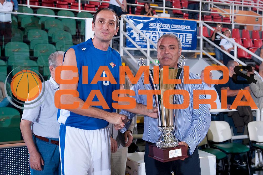 DESCRIZIONE : Avellino 20 Torneo Vito Lepore 2012-13 Sidigas Avellino Virtus Roma  Finale 1 e 2 posto<br /> GIOCATORE : Alessandro Tonolli<br /> SQUADRA : Virtus Roma<br /> EVENTO : 20 Torneo Vito Lepore<br /> GARA : Sidigas Avellino Virtus Roma<br /> DATA : 23/09/2012<br /> CATEGORIA : Premiazione<br /> SPORT : Pallacanestro<br /> AUTORE : Agenzia Ciamillo-Castoria/G. Buco<br /> Galleria : Lega Basket A 2012-2013<br /> Fotonotizia : Avellino 20 Torneo Vito Lepore 2012-13 Sidigas Avellino Virtus Roma Finale 1 e 2 posto<br /> Predefinita :