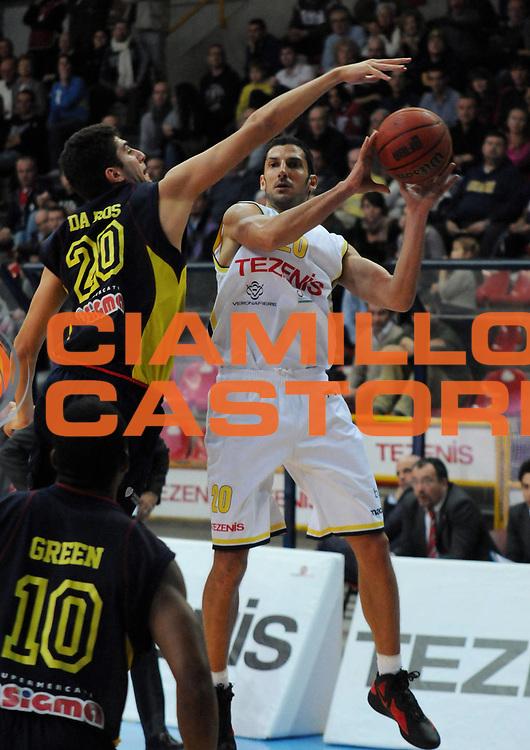 DESCRIZIONE : Verona Campionato Lega Basket A2 2011-12 Tezenis Verona Sigma Barcellona<br /> GIOCATORE : Dusan Vukcevic<br /> SQUADRA : Tezenis Verona<br /> EVENTO : Campionato Lega Basket A2 2011-2012<br /> GARA : Tezenis Verona Sigma Barcellona<br /> DATA : 15/11/2011<br /> CATEGORIA : Passaggio<br /> SPORT : Pallacanestro <br /> AUTORE : Agenzia Ciamillo-Castoria/L.Lussoso<br /> Galleria : Lega Basket A2 2011-2012 <br /> Fotonotizia : Verona Campionato Lega Basket A2 2011-12 Tezenis Verona Sigma Barcellona<br /> Predefinita :