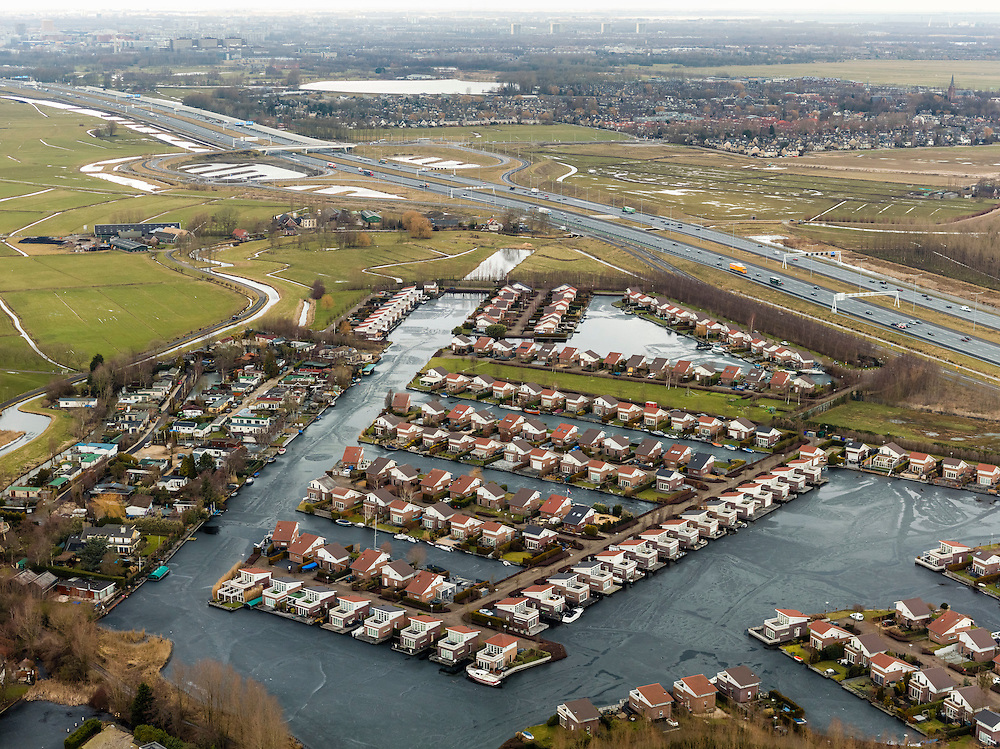 Nederland, Utrecht, Gemeente De Ronde Venen, 20-02-2012; Vinkenveen, .vakantiepark Buitenborgh  in Polder De Winkel en gelegen nabij de Vinkenveensche Plassen.Holiday resort Buitenborgh near motorway A2. .luchtfoto (toeslag), aerial photo (additional fee required);.copyright foto/photo Siebe Swart.