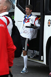 14.07.2014, Galeao Airport, Rio de Janeiro, BRA, FIFA WM, Weltmeister Deutschland, Heimreise, Finale, im Bild Ein uebernaechtiger Thomas Mueller (GER) steigt aus dem Mannschaftsbus // during the Return of the German Team after FIFA Worldcup Brazil 2014 at the Galeao Airport in Rio de Janeiro, Brazil on 2014/07/14. EXPA Pictures © 2014, PhotoCredit: EXPA/ Eibner-Pressefoto/ CEZARO<br /> <br /> *****ATTENTION - OUT of GER*****