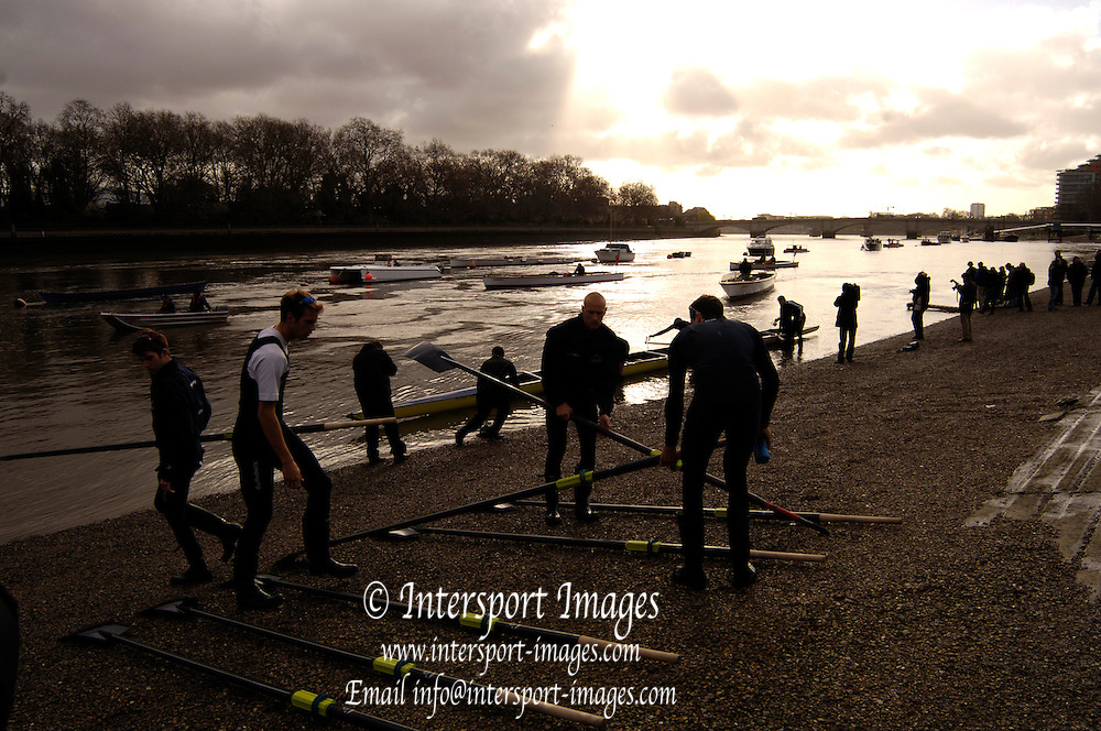 Putney, London, ENGLAND, 31.03.2006, Oxford Boating, 2006, Boat Race, Varsity, Tideway Week, Friday, Am outing, [Oxford] OUBC  © Peter Spurrier/Intersport-images.com.[Mandatory Credit Peter Spurrier/ Intersport Images] Varsity, Boat race. Rowing Course: River Thames, Championship course, Putney to Mortlake 4.25 Miles