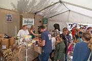 Rotvoll safteri utenfor Trondheim lager blant annet økologisk saft av mange typer. Matfestivalen i Trondheim.