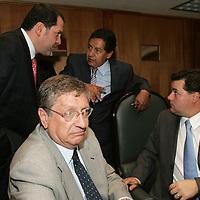 Toluca, Mex.- Eruviel Avila Villegas (izq arriba), Diputado del PRI,  Maximo Garcia Fabregat (izq abajo), Diputado del partido Convergencia, Higinio Martinez Miranda (cen), Diputado del PRD y Alejandro Agundis Arias, Diputado del PVEM, conversan durante la Tercera Sesion Ordinaria en la Camara de Diputados. Agencia MVT / Javier Rodriguez. (DIGITAL)<br /> <br /> <br /> <br /> NO ARCHIVAR - NO ARCHIVE