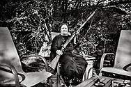 Trailerparken Five Points West Mobile Home Park i Birmingham, Alabama er primært beboet af mexicanere, der ikke taler engelsk og ikke har amerikansk statsborgerskab. Trailerparken ligger i et uroligt område, med mange bander og meget skyderi. Sandra der har boet i trailerparken i 33 år har købt en gammel riffel til sin søn der er meget historie-interesseret og jævnligt deltager i genopførelser af de store borgerkrigsslag. Sandra købte riflen, som hun troede var en kopi for 225 dollars, men siden vidste det sig at være den ægte vare, der har en værdi af 6000-8000 dollars.De har har jævnligt overvejet at sælge den for at få råd til huslejen på 250 dollars om måneden- men det er jo sønnes store hobby.