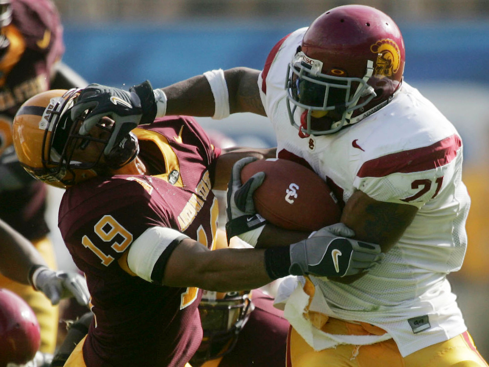 usc.1002  --  Photo By Kevin Sullivan / The Orange County Register  ---  usc.p1002.kjs.jpg  --   The USC football team takes on Arizona State at Sun Devil Stadium in Tempe, Ariz. Saturday October 1, 2005.  >