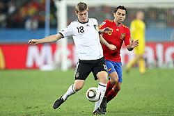 07.07.2010, Moses Mabhida Stadium, Durban, SOUTH AFRICA, Deutschland ( GER ) vs Spanien ( ESP ) im Bild Toni Kroos ( Bayern Leverkusen #18 ) vs XAVI ( Barcelona (ESP)#08 ) Foto ©  nph /  Kokenge / SPORTIDA PHOTO AGENCY