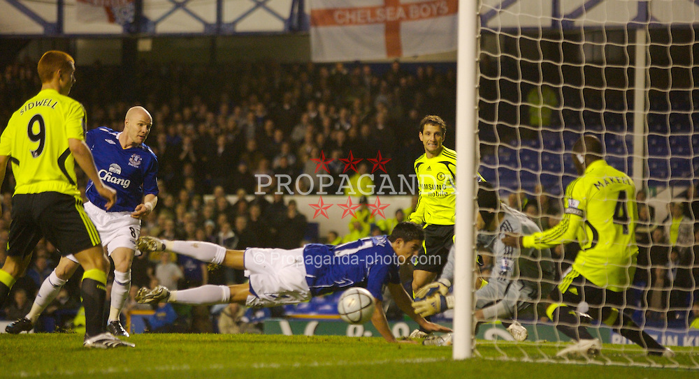 LIVERPOOL, ENGLAND - Wednesday, January 23, 2008: Everton's Tim Cahill see his diving header go just wide of the Chelsea goal during the League Cup Quarter-Final 2nd Leg match at Goodison Park. (Photo by David Rawcliffe/Propaganda)