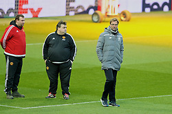 MANCHESTER, ENGLAND - Wednesday, March 16, 2016: Liverpool's manager Jürgen Klopp and groundsman Tony Sinclair during a training session at Old Trafford ahead of the UEFA Europa League Round of 16 2nd Leg match against Manchester United. (Pic by David Rawcliffe/Propaganda)