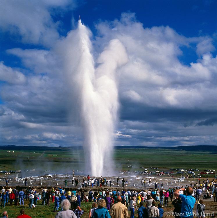 Geysir í Haukadal séð til austurs, Biskupstungnahreppur / Geysir spouting spring in Haukadalur, Biskupstungnahreppur viewing east.