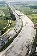 Nederland, Utrecht, Breukelen, 08-03-2002;  A2 direkt naast Hotel Breukelen (Van de Valk),  naast de bestaande autosnelweg is zand opgespoten voor de nieuwe (en verbreedde) snelweg; file, automobiliteit, mobiliteitskruispunt,  infrastuctuur, verkeer en vervoer; luchtfoto (toeslag); aerial photo (additional fee required); .foto Siebe Swart / photo Siebe Swart