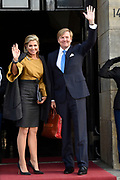 Zijne Majesteit Koning Willem-Alexander en Hare Majesteit Koningin Máxima houden de traditionele Nieuwjaarsontvangst voor Nederlandse genodigden in het Koninklijk Paleis Amsterdam.<br /> <br /> His Majesty King Willem-Alexander and Her Majesty Queen Máxima keep the traditional New Year Reception for Dutch guests in the Royal Palace in Amsterdam.<br /> <br /> op de foto / On the photo:  Koning Willem Alexander en Koningin Maxima / King Willem Alexander and Queen  Maxima