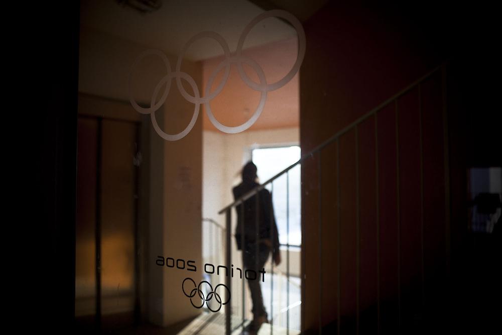 La scritta Torino 2006 riflessa su un vetro. Interno ex palazzine olimpiche.