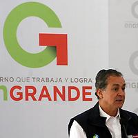 TOLUCA, Mex - Juan Rafael Elvira Quezada, secretario de SEMARNAT  durante la firma de convenio con el GEM para otorgar cerca de mil millones de pesos para la conservacion y mejora del medio ambiente en la entidad mexiquense.  Agencia MVT / Jose Hernandez.