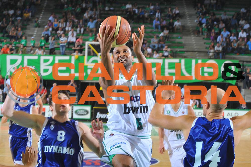 DESCRIZIONE : Treviso Lega A 2010-11 Torneo Memorial Bortoletto Benetton Treviso Dynamo Mosca<br /> GIOCATORE : Devin Smith<br /> SQUADRA : Benetton treviso<br /> EVENTO : Campionato Lega A 2010-2011 <br /> GARA : <br /> DATA : 23/09/2010<br /> CATEGORIA : Tiro<br /> SPORT : Pallacanestro <br /> AUTORE : Agenzia Ciamillo-Castoria/M.Gregolin<br /> Galleria : Lega Basket A 2010-2011 <br /> Fotonotizia : Treviso Lega A 2010-11 Torneo Memorial Bortoletto Benetton Treviso Dynamo Mosca<br /> Predefinita :
