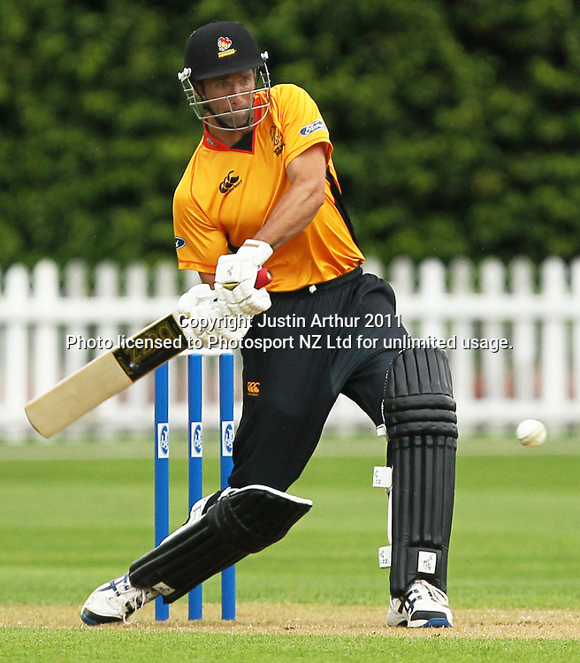 Grant Elliott in action. Ford Trophy - Wellington Firebirds v Northern Knights, Hawkins Basin Reserve, Wellington, New Zealand on Wednesday 14 December2011. Photo: Justin Arthur / Photosport.co.nz