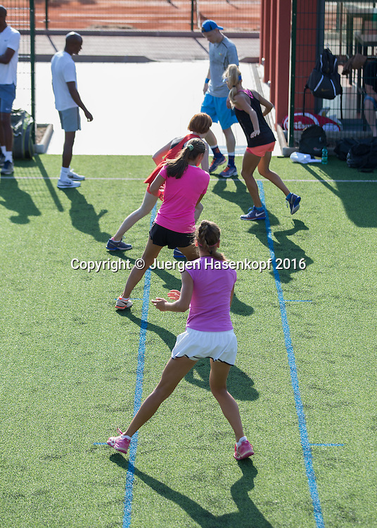 Mouratoglou Tennis Academy M.T.A Sophia Country Club, Biot, FRA.<br /> warm up exercise<br />  - Mouratoglou Tennis Academy  -  -   Sophia Country Club, - Biot -  - Frankreich  - 27 July 2016. <br /> &copy; Juergen Hasenkopf
