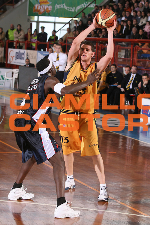 DESCRIZIONE : Porto San Giorgio Lega A1 2006-07 Premiata Montegranaro Eldo Napoli <br /> GIOCATORE : Amoroso <br /> SQUADRA : Premiata Montegranaro <br /> EVENTO : Campionato Lega A1 2006-2007 <br /> GARA : Premiata Montegranaro Eldo Napoli <br /> DATA : 18/02/2007 <br /> CATEGORIA : Passaggio <br /> SPORT : Pallacanestro <br /> AUTORE : Agenzia Ciamillo-Castoria/G.Ciamillo
