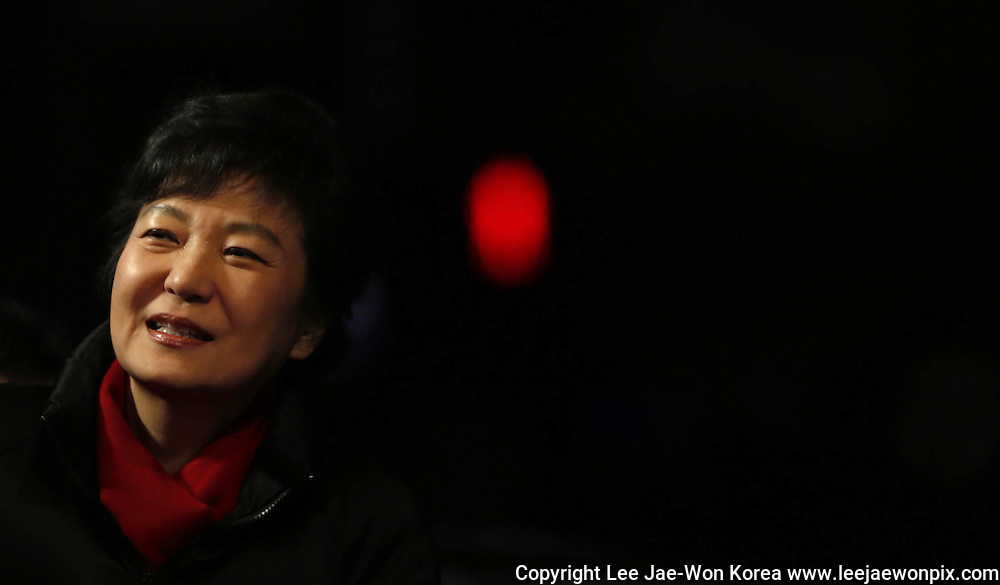 Park Geun-hye, presidential candidate of the conservative ruling Saenuri Party, participates in her campaign rally in central Seoul December 18, 2012 before the country's presidential election. / Lee Jae-Won/Reuters