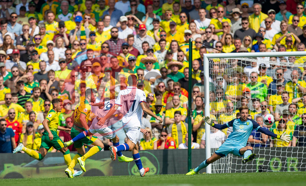 Mason Mount of Chelsea scores and celebrates to make it 2-1 Chelsea - Mandatory by-line: Phil Chaplin/JMP - 24/08/2019 - FOOTBALL - Carrow Road - Norwich, England - Norwich City v Chelsea - Premier League